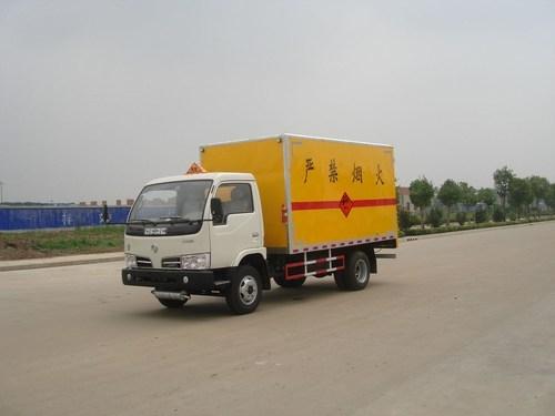 东风金霸爆破器材运输车
