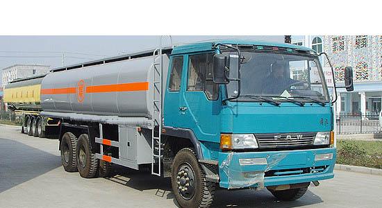 解放后双桥油罐车(20-25立方)