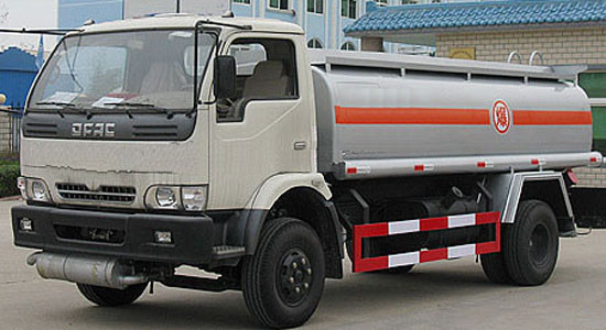 东风康霸油罐车(6-8立方)