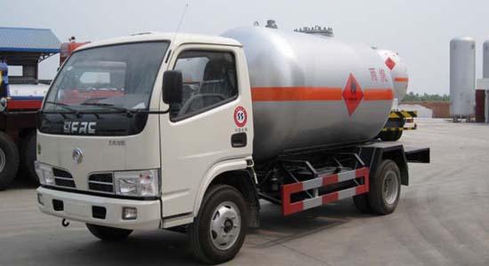东风小霸王液化气体运输车(5.5立方)