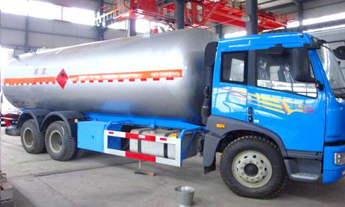 解放后双桥液化气体运输车(24.81立方)